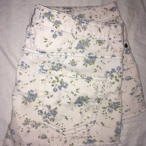 Distressed shorts with floral print
